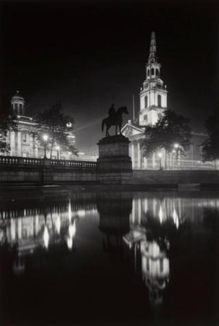 """Джордж Дэвисон """"Трафальгарская площадь ночью"""" (1920-1933)"""
