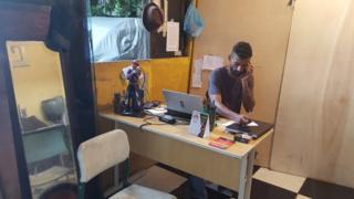 Emerson atende ligação na sede da Ubra