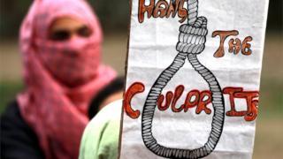 बलात्कारियों के लिए फांसी की सज़ा की मांग