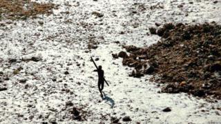 Andaman Adası'ndaki yerli kabileler dış dünyadan tamamen izole bir hayat yaşıyor.