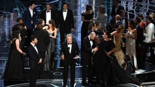 La La Land được xướng tên là phim hay nhất, nhưng hóa ra nhầm lẫn