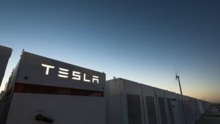 تيسلا تنشئ أكبر بطارية للطاقة في العالم في أستراليا
