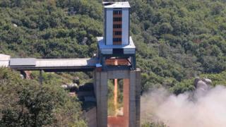Kuzey Kore roket motoru denerken