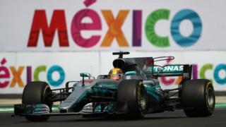 Un coche en el Gran Premio de México