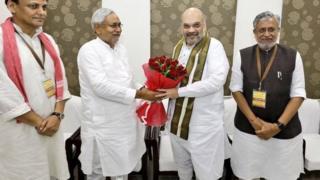 पटना में बिहार के मुख्यमंत्री नीतीश कुमार के साथ भाजपा अध्यक्ष अमित शाह