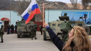 Прихильниця Росії у перші дні анексії Криму Росією