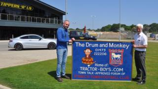 Drum and Monkey sign