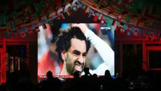 مصريون يتابعون مباراة منتخب بلادهم أمام روسيا