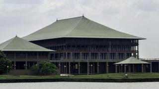இலங்கை அரசியல் நெருக்கடி: இன்றும் முடங்கியது நாடாளுமன்றம்
