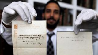 """Гэл Виннер, владелец аукционного дома """"Виннер"""" с записками Альберта Эйнштейна"""