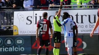 Sulley Muntari, joueur de Pescara, est sorti du terrain récemment pour avoir été racialement abusé
