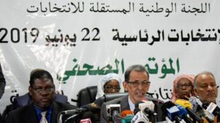 """هل تقدم انتخابات موريتانيا نموذجاً عربياً غير مسبوق أم تنتصر """"مكيدة الجنراليْن""""؟"""