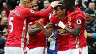 Manchester United Ole Gunnar Solskjaer huenda akakosa wachezaji takriban 9 wa timu ya kwanza.