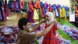تحضيرات العيد في مركز خيري بمدينة دوما في محافظة ريف دمشق السورية