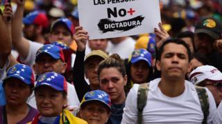 Miles de opositores protestaron contra el gobierno de Maduro este lunes, Día Internacional del Trabajador, en varias ciudades de Venezuela.