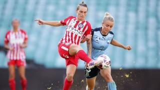 Jess Fishlock in action for Melbourne City, clashing with Georgia Yeoman-Dale of Sydney FC during the W-League Grand Final in February 2018