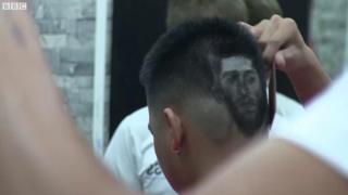 Fan VN cắt tóc hình ngôi sao World Cup