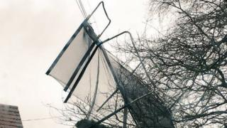 Trampoline in power line, Exeter