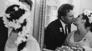 Elizabeth Taylor dan Richard Burton.