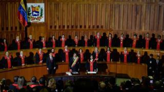 Maduro con miembros de TSJV.