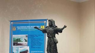patung yesus papua