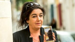 بياتريس أوريه تتحدث إلى شريكها الإيراني عبر الهاتف قبل بدء وقائع المحاكمة