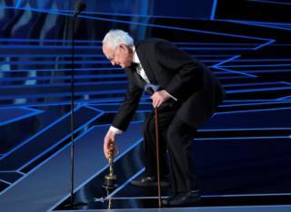 En İyi Uyarlama Senaryo Ödülü'nü kazanan James Ivory