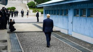 Trump waits for the arrival of Kim