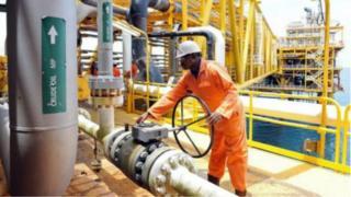 Le Nigeria importe des produits pétroliers raffinés, malgré la production journalière d'environ deux millions de barils de pétrole brut.
