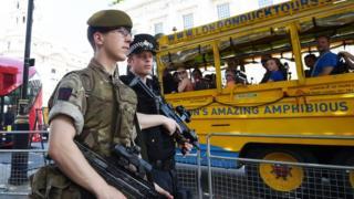 تعززت الإجراءات الأمنية في بريطانيا في نحو 1300 موقع لضمان سلامة الجميع