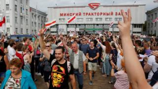 Protesters at Minsk Tractor Factory, 18 Aug 20
