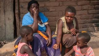 မိန်းမဆိုတာ ဝမှလှတယ် မိန်းမပီသတယ်လို့ အာဖရိက အမျိုးသမီးတချို့က ယုံကြည်ကြတယ်။