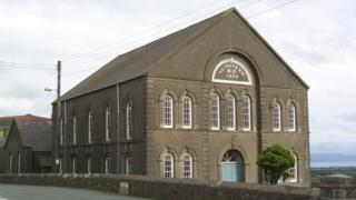 Capel Isa', Llithfaen