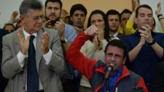 Henrique Capriles y Henry Ramos Allup (izquierda)