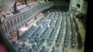 Ulusal Meclis, Twitter hesabından meclis salonuna giren Kurucu Meclis üyelerinin fotoğraflarını yayınladı.