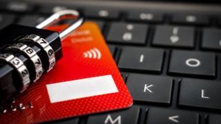 Ordenador y tarjeta de crédito