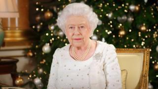 毎年クリスマスの朝に放送される恒例のメッセージをバッキンガム宮殿で収録後のエリザベス女王