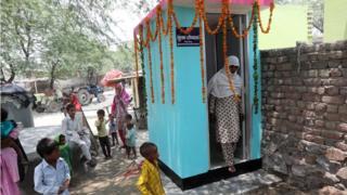 الحكومة الهندية تنفذ مخططا لتوفير مراحيض في القرى للقضاء على ظاهرة قضاء الحاجة في الأماكن المفتوحة