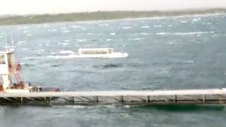 La embarcación naufragó por las malas condiciones del tiempo.