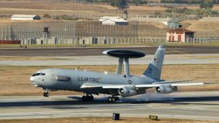 Os poderosos aviões Awacs (Sistema Aéreo de Alerta e Controle) americanos usaram a base de Incirlik em suas operações no Oriente Médio