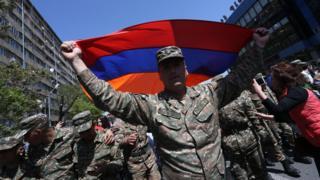 Военные на демонстрации в Ереване