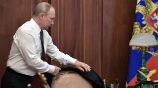 Путин берет пиджак