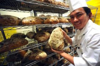 """台湾知名面包师傅吴宝春,首间大陆门市下周二(18日)将在上海开业,却被大陆网友称为""""台独面包"""""""
