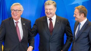 European Council President Donald Tusk (R), European Commission President Jean-Claude Juncker (L), President of Ukraine, Petro Poroshenko (C) laughing during an EU-Ukraine summit in Brussels, Belgium, 24 November 2016.