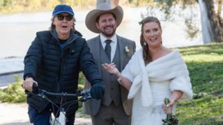 Paul McCartney photobombs couple's wedding pictures