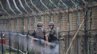 Ara bölgenin iki yanında binlerce asker nöbet tutuyor