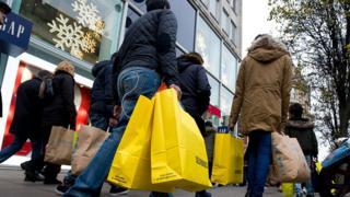 ما الذي يدفعنا بقوة نحو التسوق والشراء؟
