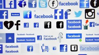 Une photo prise à Vertou (France) en décembre 2016 montre les logos de Facebook