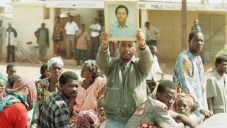Des proches du journalistes réclament justice pour Norbert Zongo.