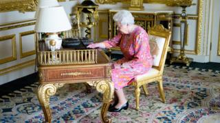 Queen Elizabeth II using social media